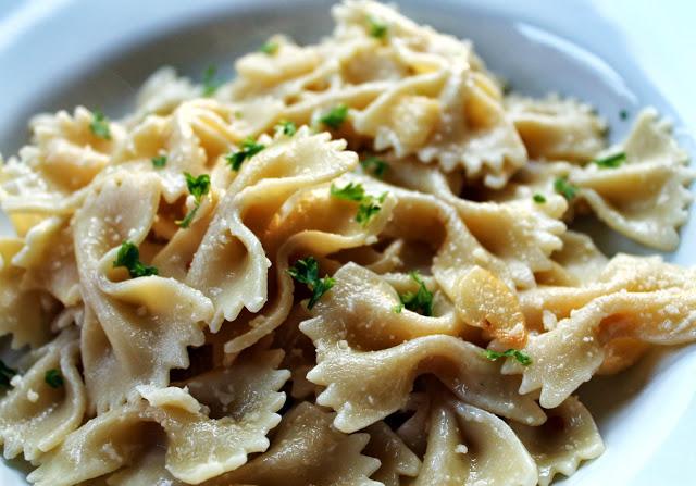 Simple Garlic Parmesan Pasta